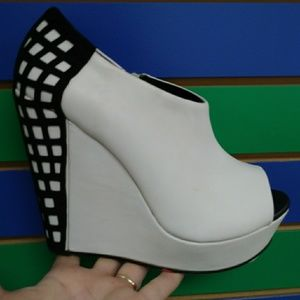 Blk/wht color block raver wedge